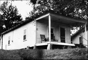 Elvis-Home-8.jpg